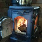薪ストーブと煙突掃除|温度、ガード、固定、断熱、設置、通販
